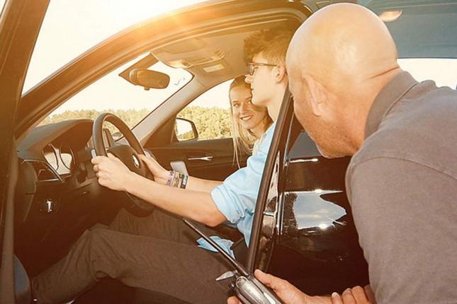 PKW Junge-Fahrer-Training Geschenkgutschein